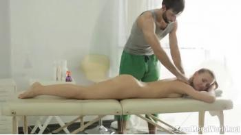 Masseur Bite Lui Donne Satisfaction