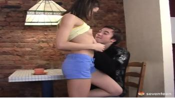 Teen Banged Sur Table